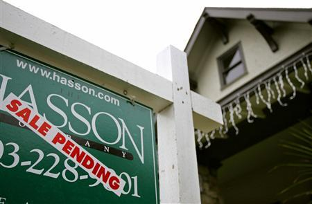 A realtor's sign hangs in front of a house for sale in Portland, Oregon, December 29, 2005. Prepayments on U.S. mortgage-backed securities increased in March due to a combination of higher volume of home loan refinancings, rising seasonal factors and three additional calendar days. REUTERS/Richard Clement