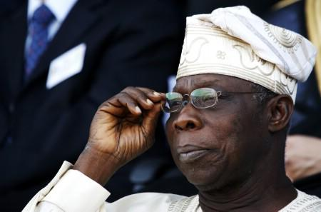 Nigerian President Olusegun Obasanjo watches the inauguration ceremony of Senegal's President Abdoulaye Wade in the capital Dakar April 3, 2007. REUTERS/ Finbarr O'Reilly (SENEGAL)