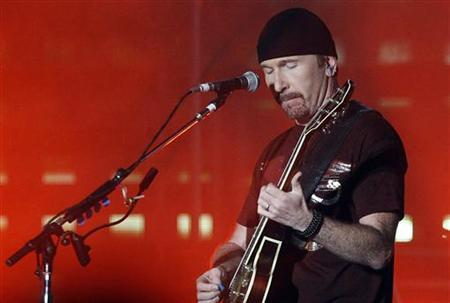 U2 guitarist The Edge performs during the band's first of three Sydney concerts November 10, 2006. The beloved Gibson Les Paul guitar of The Edge fetched $240,000 (120,000 pounds) and Bono's sunglasses pulled in $20,000 at an auction on Saturday to benefit musicians who lost everything in Hurricane Katrina. REUTERS/Tim Wimborne