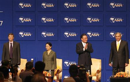 (From L-R) Microsoft chairman Bill Gates; Philippine President Gloria Arroyo; Wu Bangguo, chairman of the Standing Committee of China's National People's Congress; and Pakistani Prime Minister Shaukat Aziz attend the opening ceremony of the Boao Forum for Asia (BFA) annual conference in Boao, Hainan province April 21, 2007. REUTERS/China Daily