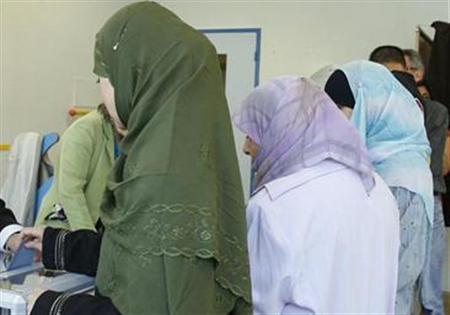 French Muslim women are seen in Clichy-sous-Bois, near Paris April 22, 2007. A ''hymenoplasty'' - an operation that re-sews the hymen - is increasingly popular among young women of North African descent in France. REUTERS/ Victor Tonelli