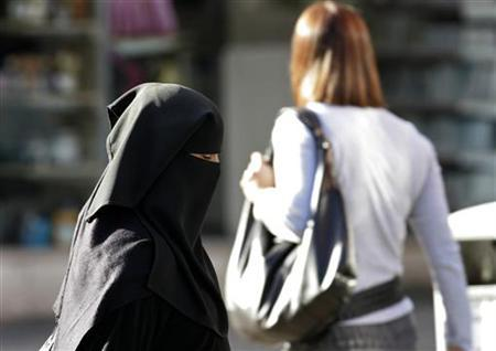 A woman wearing a veil in a file photo. Over the past two years there has been a boom in the use of Web sites that introduce Muslim men and women, not for casual dating, but for those actively seeking traditional Muslim marriage. Where once young British Muslims might have had a marriage arranged to a spouse from the country of their parents' origin -- perhaps Pakistan or Bangladesh -- it is now much more common for them to marry within the Muslim community in Britain. REUTERS/Phil Noble