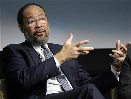 Richard Parsons, Chairman of the Board and CEO of Time Warner Inc., speaks at a forum titled ''Beyond Primetime, will media help grow healthier kids'' in New York February 6, 2007. Leading media executives took a combative tone against Internet companies on Tuesday, suggesting that Big Media increasingly considers new content distributors like Google Inc. to be more foe than friend. REUTERS/Chip East