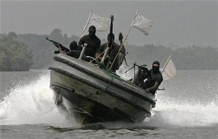 Militants patrol the creeks of the Niger delta region of Nigeria, January 30, 2007. Heavily armed gunmen kidnapped four U.S. oil workers from a barge off the Nigerian coast near Chevron's Escravos crude export terminal on Wednesday, a U.S. diplomat and Nigerian security sources said. REUTERS/George Esiri