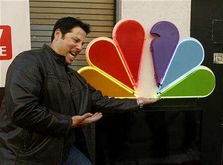 Cast member Greg Grunberg pretends to hold up the NBC logo as he arrives at the wrap party for season one of the NBC television series 'Heroes' in Hollywood, April 17, 2007. NBC, hoping to rescue its ratings from a three-year slump, is enlisting a bionic woman, a time traveler and a computer nerd named Chuck to help finish the job started by the superhuman stars of its biggest new hit, ''Heroes.'' REUTERS/Fred Prouser