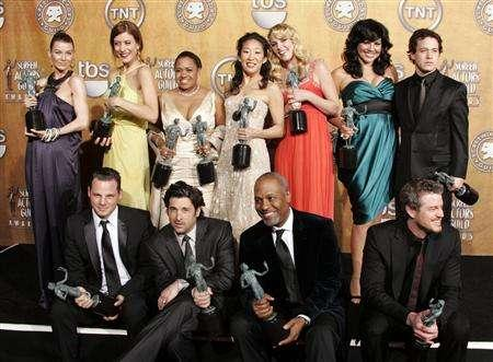 ''Grey's Anatomy'' cast, (L-R top row) Ellen Pompeo, Kate Walsh, Chandra Wilson, Sandra Oh, Katherine Hiegl, Sara Ramirez, T.R. Knight, (L-R bottom row), Justin Chambers, Patrick Dempsey, James Pickens, Jr. and Eric Dane pose with their awards backstage at the 13th Annual Screen Actors Guild Awards in Los Angeles January 28, 2007 file photo. That young mother with breast cancer may do more than just drive the storyline of Grey's: She may also be teaching you something. REUTERS/Lucy Nicholson