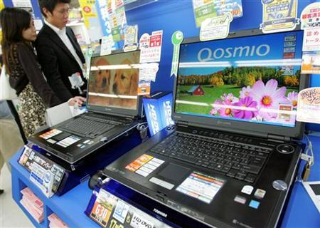 Toshiba Corp's laptop computers are displayed at an electronics store in Tokyo in this file photo dated September 30, 2006. Toshiba said it would buy microprocessors from Advanced Micro Devices Inc., ending its exclusive ties with Intel Corp. for the supply of the brains that run computers, and sending its shares higher. REUTERS/Yuriko Nakao