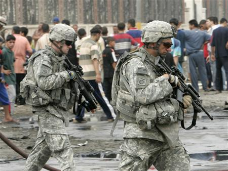 U.S. soldiers secure the site of a bomb attack near a Sunni mosque in Baghdad May 28, 2007. REUTERS/Ali Jasim