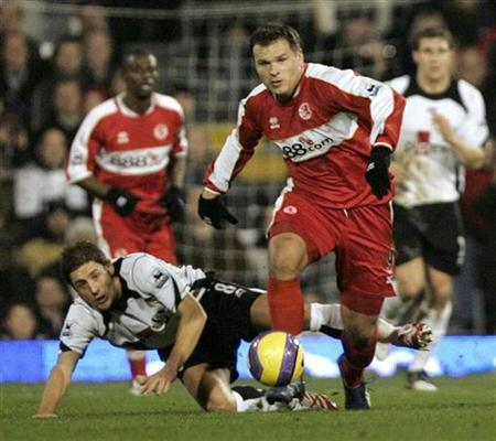 In this file picture, Fulham's Michael Brown (L) falls as he tackles Middlesbrough's Mark Viduka during their English Premier league match at Craven Cottage Stadium in London, December 18, 2006. Newcastle United have ''agreed in principle'' to sign Viduka from Middlesbrough, media reported on Tuesday. NO ONLINE/INTERNET USAGE WITHOUT A LICENCE FROM THE FOOTBALL DATA CO LTD. FOR LICENCE ENQUIRIES PLEASE TELEPHONE +44 (0) 207 864 9000. REUTERS/Luke MacGregor
