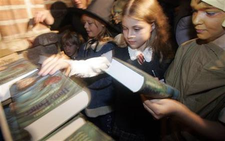 Children grab copies of a Harry Potter book minutes after it went on sale in Berlin in a 2005 photo. Millions of people will descend on stores for a copy of ''Harry Potter and the Deathly Hallows'' in July, but deep discounts mean many will struggle to turn a profit from the jamboree. REUTERS/Tobias Schwarz