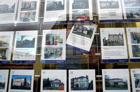 House price growth eased in May to its lowest in more than a year and rising interest rates cut surveyors' confidence in future prices to its weakest in more than 1-1/2 years, a survey shows. REUTERS