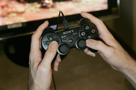 A journalist plays a new Sony Computer Entertainment America video game in San Francisco, California, in this file photo from October 19, 2006. The video game sector will remain one of the above-average growth segments of the global entertainment industries through 2011, with global games spending set to exceed music spending this year, according to consulting firm PricewaterhouseCoopers. REUTERS/Kimberly White