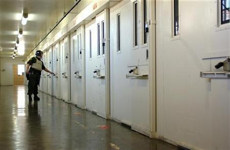 A October 25, 2004 file photo shows a guard at San Quentin prison checking doors of cells housing death row inmates inside San Quentin prison. The United States, which has the most prisoners of any country in the world, last year recorded the largest increase in the number of people in prisons and jails since 2000, the Justice Department reported on Wednesday. REUTERS/Clay McLachlan/files