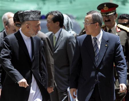 U.N. Secretary General Ban Ki-moon (R) talks with Afghan President Hamid Karzai as he arrives at the presidential palace in Kabul June 29, 2007. REUTERS/Omar Sobhani