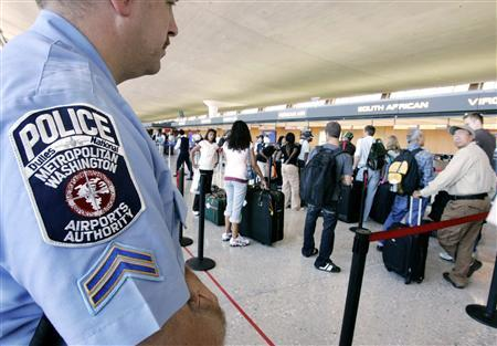 Metropolitian Washington Airports Authority Police Officer Gary Gross keeps watch inside the departure terminal at Dulles International Airport outside Washington, July 2, 2007. REUTERS/Larry Downing