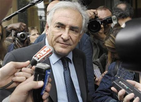 Dominique Strauss-Kahn, former French Socialist minister, leaves the party's national council meeting in Paris May 12, 2007. President Nicolas Sarkozy Strauss-Kahn to be the next managing director of the International Monetary Fund, the French head of state said in an interview published on Saturday. REUTERS/Gonzalo Fuentes