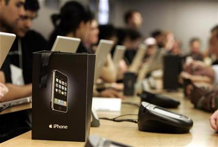 A new iPhone sits inside a shopping bag at the cash register inside the Apple Store in New York June 29, 2007. Apple Inc. plans to launch a cheaper version of the iPhone in the fourth quarter that could be based on the ultra-slim iPod Nano music player, according to a JP Morgan report. REUTERS/Shannon Stapleton