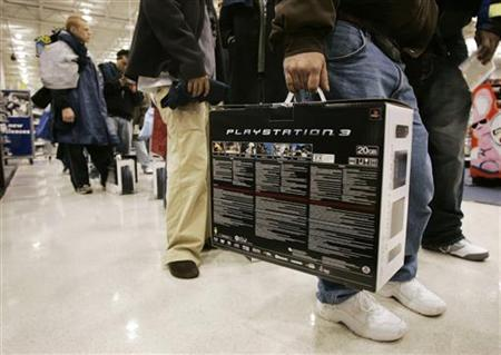 Patrons hold their Sony PlayStation 3 (PS3) gaming consoles at a Best Buy store in Duluth, Georgia, November 17, 2006. Sony Corp. is likely to cut its PlayStation 3 price again by year-end following this week's $100 cut, a senior executive at Japanese game software maker Capcom Co. Ltd. said. REUTERS/Tami Chappell