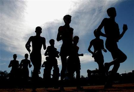 Indian men run during a recruitment rally in the southern Indian city of Bangalore in this December 6, 2005 file photo. ''Fat and fit'' men are likely to have a lower risk of heart disease and diabetes because they're relatively trim around the waist, a new study shows. REUTERS/Jagadeesh Nv