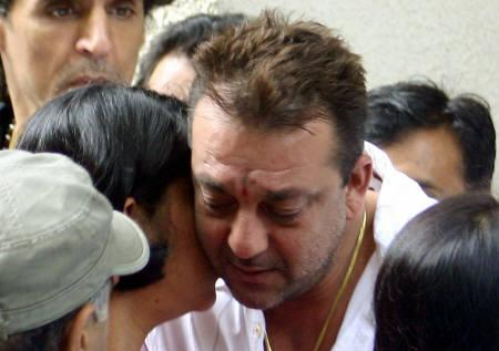 Sanjay Dutt (C) embraces his sister Priya Dutt at his residence prior to leaving for the 1993 Mumbai blast trials, July 31, 2007. Dutt was jailed for six years on Tuesday for getting guns from gangsters involved in India's worst bombings, ending an epic trial that transfixed the country with tales of terror and revenge. REUTERS/Stringer