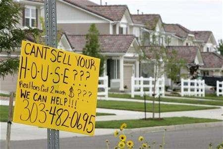 A sign offering house-selling assistance is pictured in the Green Valley Ranch development in Denver, Colorado July 26, 2007. Treasury Secretary Henry Paulson said on Wednesday that the market impact of the U.S. sub-prime mortgage fallout is largely contained and that the global economy is as strong as it has been in decades. REUTERS/Rick Wilking