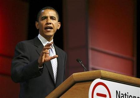 Democratic presidential candidate U.S. Senator Barack Obama (D-IL) speaks about The National Urban League's ''Opportunity Compact'' during their annual conference in St Louis July 27, 2007. Obama hit back at critics who said he lacks foreign policy experience to be president and said on Saturday many of those critics had voted for the war in Iraq. REUTERS/Peter Newcomb