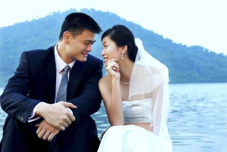 NBA star Yao Ming and his fiance Ye Li pose in their official wedding portrait in Hangzhou, China in this photo released August 6, 2007. Yao married Ye at a jealously guarded private ceremony at a luxury hotel in Shanghai on Monday. REUTERS/Zhang Chi/Handout