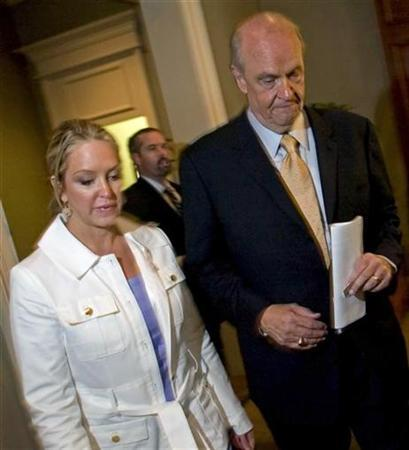 Former U.S. Senator and potential presidential candidate Fred Thompson (R-TN) walks with his wife Jeri Thompson (L) as they leave a luncheon at the Clarion Town House Hotel in Columbia, South Carolina June 27, 2007. REUTERS/Chris Keane