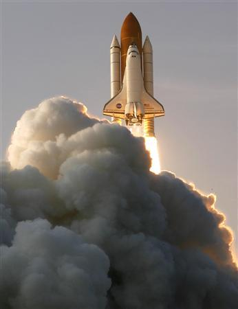 The space shuttle Endeavour lifts off from its launch pad at the Kennedy Space Center in Cape Canaveral, Florida, August 8, 2007. REUTERS/Scott Audette