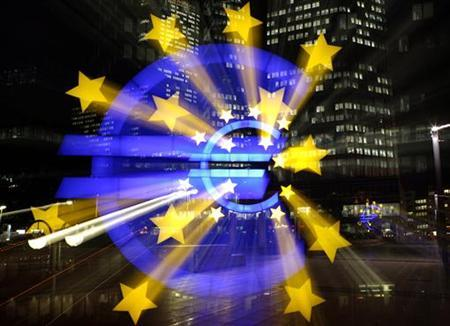 The illuminated euro sign at the European Central Bank's (ECB) headquarter is photographed on a long time exposure in Frankfurt, November 28, 2005. The European Central Bank mounted a second day of action to calm panicky credit markets on Friday, after Asia central banks joined a global campaign by monetary authorities to inject extra cash into banking systems. REUTERS/Kai Pfaffenbach