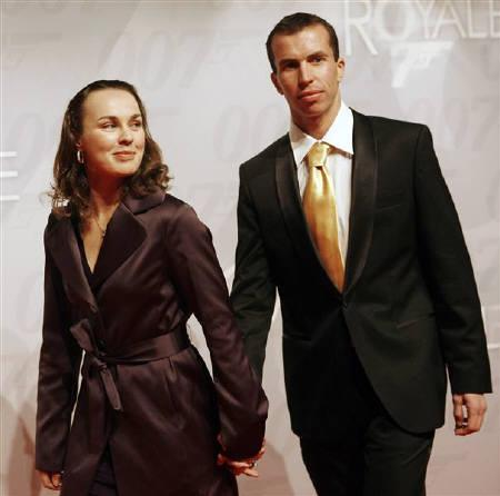 Switzerland's tennis player Martina Hingis and her boyfriend Stepanek Radek seen at the Swiss premiere of the James Bond movie ''Casino Royale'' in Zurich in this November 16, 2006 file photo. Hingis and Stepanek, the highest profile couple in tennis, have broken off their engagement. REUTERS/Siggi Bucher