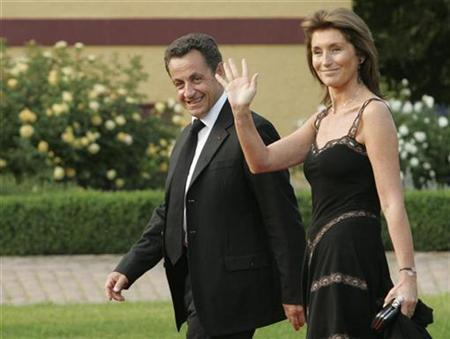 French President Nicolas Sarkozy and his wife Cecilia arrive for an official dinner in Hohen Luckow June 6, 2007. REUTERS/Chris Wattie