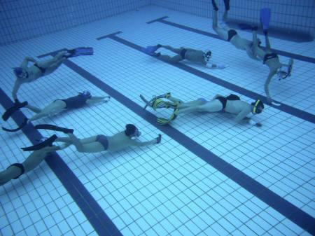 Underwater hockey players are seen fighting for the ball at Queenstown Swimming Complex, Singapore in this July 14, 2007 file photo. REUTERS/Eric Loh
