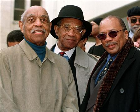 Jazz musicians Benny Carter (L) Max Roach (C) and Quincy Jones attend ceremonies in Hollywood honoring the late jazz musician Miles Davis with a star on the Hollywood Walk of Fame, February 19, 1998. Roach, who helped revolutionize jazz by creating the fast-paced bebop style along with players like Charlie Parker, Dizzy Gillespie and Clifford Brown, has died at age 83, Blue Note Records said on Thursday. REUTERS/Fred Prouser