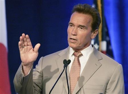 California Gov. Arnold Schwarzenegger speaks at a summit conference on global climate change hosted by Florida Gov. Charlie Crist in Miami, Florida July 13, 2007. The chief executive of the biggest health maintenance organization in the United States said on Thursday he backs key elements Schwarzenegger's proposal to extend health-care coverage to millions of uninsured individuals. REUTERS/Joe Skipper