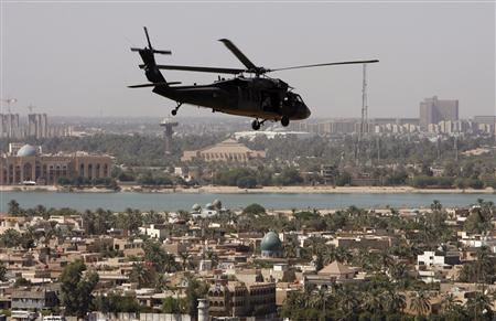 A U.S. helicopter flies over Baghdad August 15, 2007. REUTERS/Erik de Castro