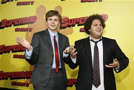 Cast members Michael Cera (L) and Jonah Hill pose at the premiere of ''Superbad'' at the Grauman's Chinese Theatre in Hollywood, California August 13, 2007. Hollywood movie studios on Monday eyed a $4 billion summer record at U.S. and Canadian box offices after this weekend's strong opening for teen sex comedy ''Superbad'' and other recent films that topped forecasts. REUTERS/Mario Anzuoni
