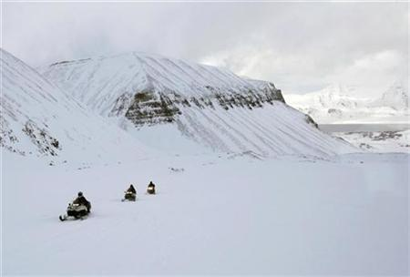People ride snowmobiles near the Longyearbyen glacier in Norway, April 25, 2007. Pinhead-sized fossils buried deep under the ocean show that glaciers did not coat the poles 41 million years ago, a new study shows, disputing earlier research that suggested huge ice sheets covered the Earth's extremities. REUTERS/Francois Lenoir
