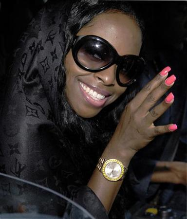 Rap artist Inga Marchand, also known as Foxy Brown, arrives at a superior court regarding assault charges, in New York October 24, 2006. A New York judge sent pregnant rapper Foxy Brown to jail on Wednesday, ruling that she violated the terms of her probation by hitting a woman with her BlackBerry. REUTERS/Chip East