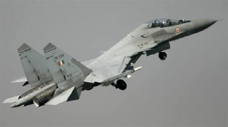 An Indian air force Sukhoi-30 aircraft flies during an Indo-France joint air force exercise at Kalaikunda airbase, about 130 km west from Kolkata, February 21, 2007. Russia hopes to sign a contract next month to sell India 40 Sukhoi fighters, the president of the Irkut warplane maker said on Friday. REUTERS/Parth Sanyal