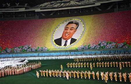 A view of the Arirang Mass Games in Pyongyang, May 4, 2007. North Korea said on Monday it had suspended its yearly showcase Arirang mass games after widespread flooding left more than 600 dead or missing and destroyed thousands of buildings in the impoverished country. REUTERS/Nora Stribrna