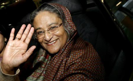 Former Bangladesh's Prime Minister Sheikh Hasina waves from a car as she arrives at London's Heathrow Airport in this May 6, 2007 file photo. REUTERS/Alessia Pierdomenico