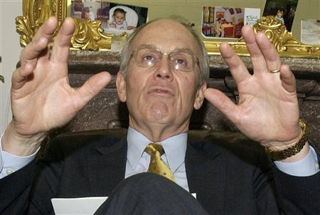 Senator Larry Craig (R-ID) holds an impromptu news conference on Capitol Hill in Washington, March 2, 2004. Craig confirmed on August 27, 2007 that he pleaded guilty earlier this month to a charge of disorderly conduct after he was arrested at a Minnesota airport. REUTERS/Mannie Garcia