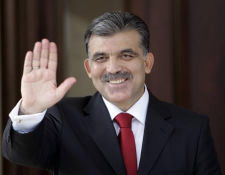 8月28日、トルコ国会は、大統領選挙の第3回投票を実施し、与党・公正発展党のギュル外相(写真)が次期大統領に選出された(2007年 ロイター/Umit Bektas)