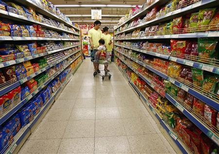 A supermarket in northeastern China's Liaoning province, June 12, 2007. China has sent a notice to the World Health Organisation defending its food safety standards and sentenced another food and drug watchdog official for bribery, its latest moves to assure the world its exports are up to par. REUTERS/Stringer