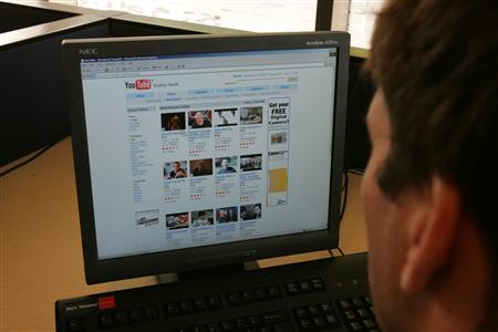 A man browses Youtube in this undated file photo. Video-sharing Web site YouTube said on Wednesday that it has reached a deal with British licensing organizations that collect royalties on behalf of 50,000 composers, songwriters and publishers. REUTERS/ Files