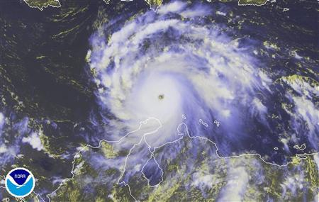 Hurricane Felix is pictured moving west in the Caribbean Sea in this satellite photograph taken at 1745 GMT (1:45 p.m. EDT) on September 2, 2007. REUTERS/National Oceanic & Atmospheric Administration/Handout