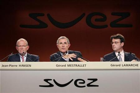 (L to R) Jean-Pierre Hansen, Chief Operating Officer, Gerard Mestrallet, Chairman and Chief Executive Officer, and Gerard Lamarche, Chief Financial Officer of Suez, attend the company's 2007 half-year results presentation in Paris August 30, 2007. REUTERS/Benoit Tessier