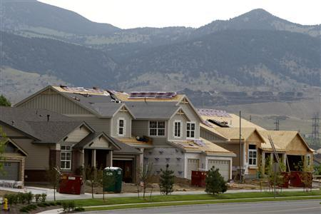 Houses for sale in various states of completion are seen in Golden, Colorado, June 25, 2007. A federal plan to aid struggling U.S. homeowners is seen as too little, too late for investors saddled with soaring mortgage-related losses. REUTERS/Rick Wilking