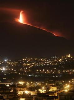 Mount Etna spews lava on the southern Italian island of Sicily September 4, 2007. REUTERS/Antonio Parrinello